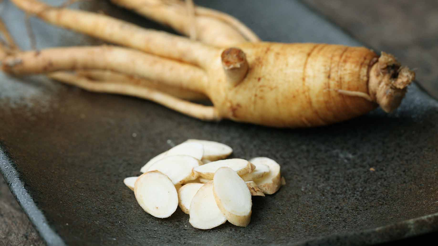 ginseng fresh root and slices