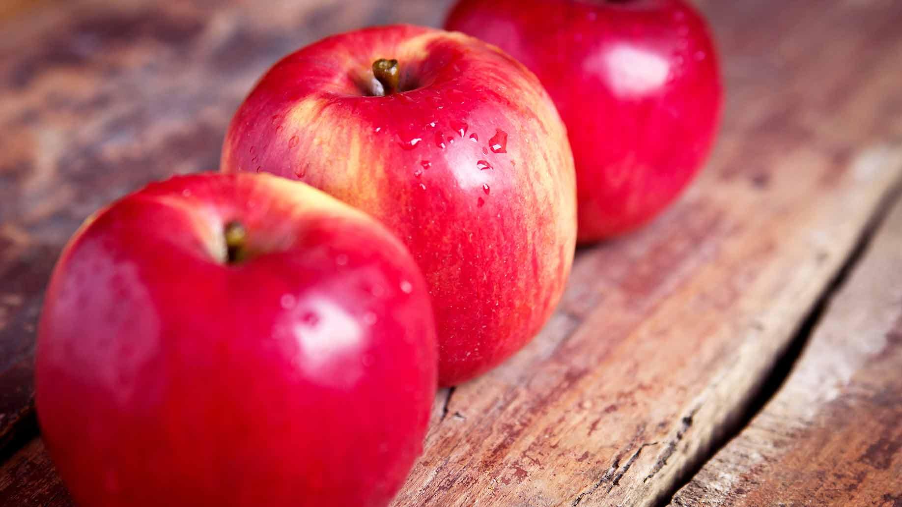 apples red fresh juicy fresh fruit