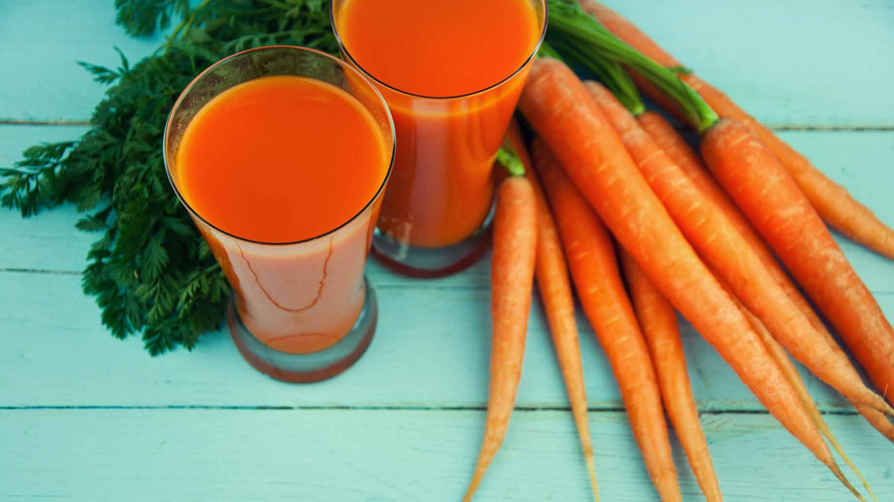 carrot juice fresh carrots green leaves detox liver diy cleanse remove toxins naturally