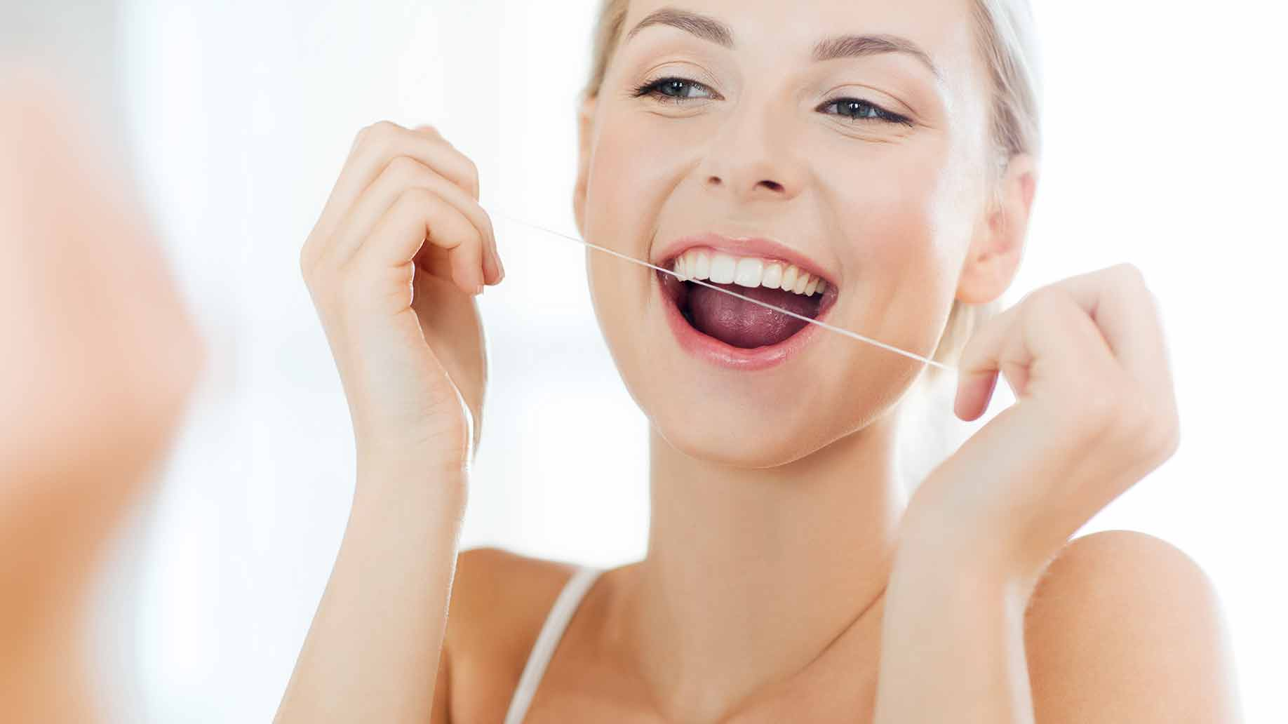 natural health benefits coconut oil oral health bacteria clean gingivitis bad breath oil pulling