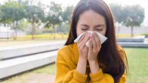 7 Best Natural Home Remedies & Treatment for Allergies & Symptoms Relief