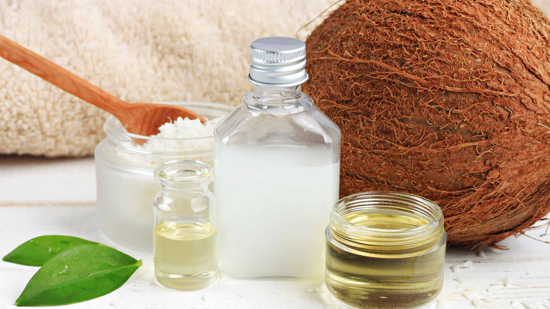 coconut milk water moisturizing conditions soft silky dry frizzy hair fat natural diy shampoo ingredients