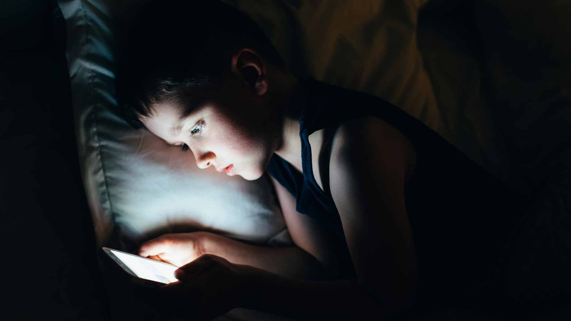 melatonin decrease blue light electronics natural light hormone